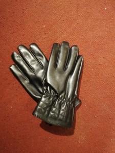găng tay da den