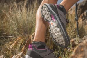 women-s-waterproof-mountain-walking-boots-mh500-grey-purple (4)